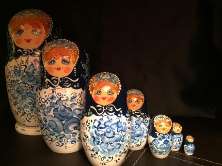 Poupées russes peintes a la main