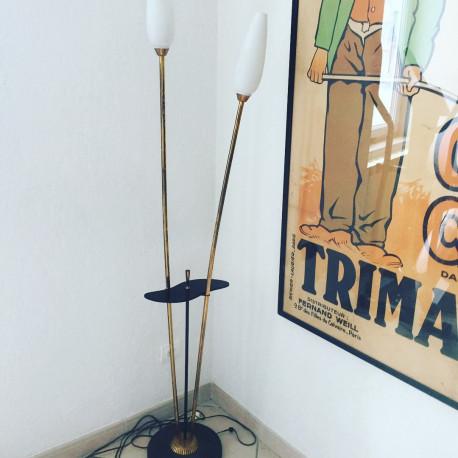 Lampadaire à deux bras laiton et tablette Bakélite vintage