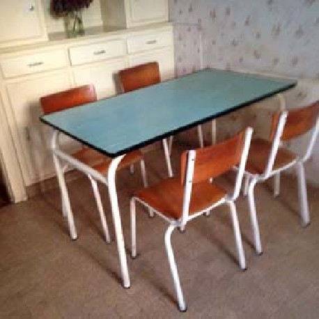Table et 4 chaises piétement métal