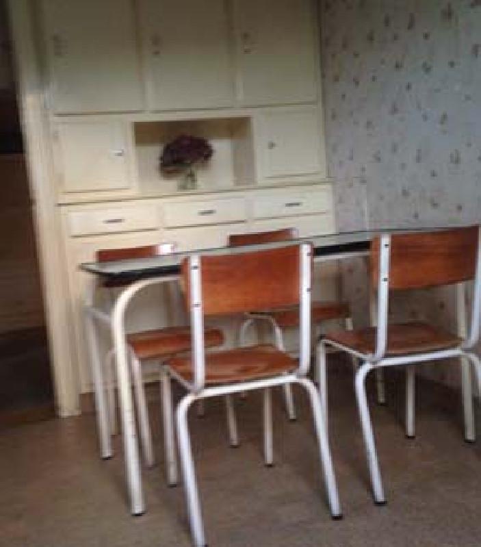 table et chaises pi tement m tal vintage les vieilles choses. Black Bedroom Furniture Sets. Home Design Ideas