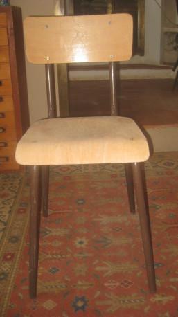 Deux chaises d'école