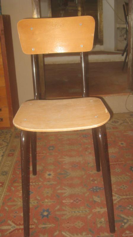 chaises d 39 cole vintage les vieilles choses. Black Bedroom Furniture Sets. Home Design Ideas