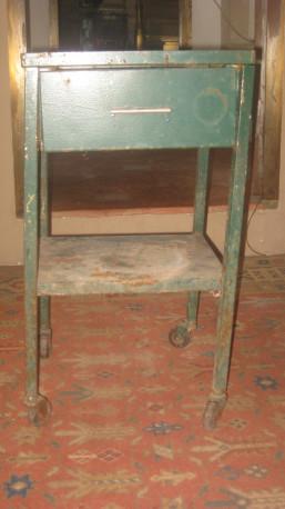 table de chevet m tal vintage les vieilles choses. Black Bedroom Furniture Sets. Home Design Ideas