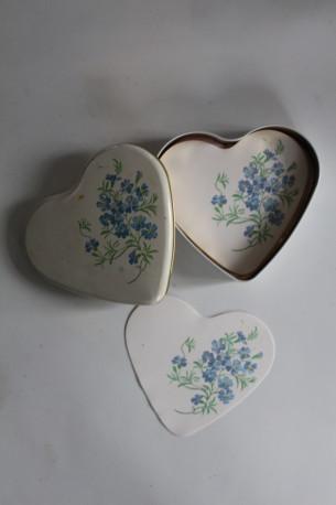 boite coeur avec papiers à noter vintage
