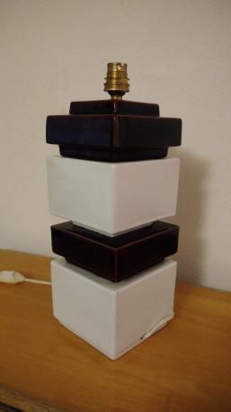 Lampe cubique en céramique de chez kotska
