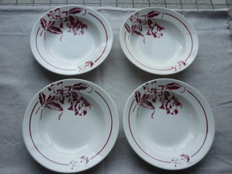 4 assiettes creuses Digoin Sarreguemines roses rouges