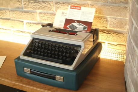 machine a écrire portable MERCEDES
