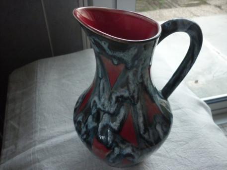 Pichet ceramique fond rouge coulures bleu gris vintage