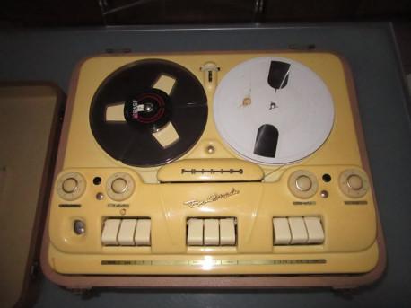 Magnétophone à bandes Phillips vintage