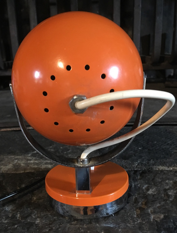 lampe eyeball vintage orange chrome les vieilles choses. Black Bedroom Furniture Sets. Home Design Ideas