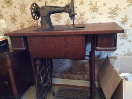 Machine à coudre des années 1940 - Pièce rare