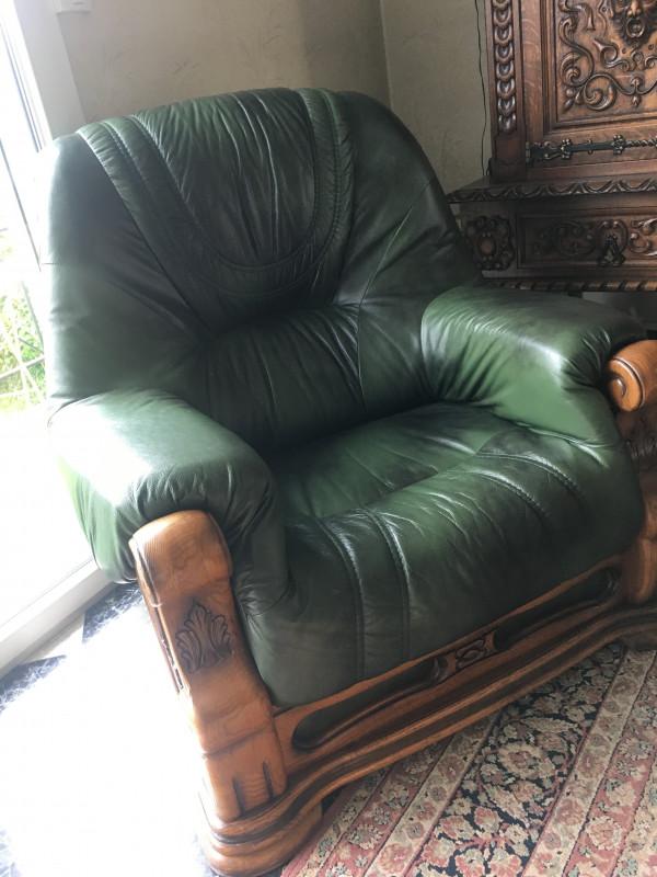 Canap cuir et 3 fauteuils vintage les vieilles choses for Reparation canape cuir griffe chat
