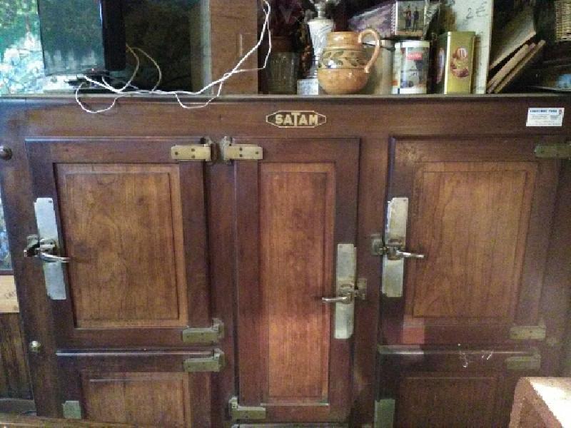 frigo bois ancien les vieilles choses. Black Bedroom Furniture Sets. Home Design Ideas