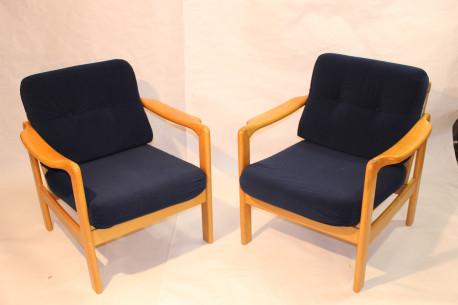fauteuil scandinave ann es 60 tissu velours marine les vieilles choses. Black Bedroom Furniture Sets. Home Design Ideas