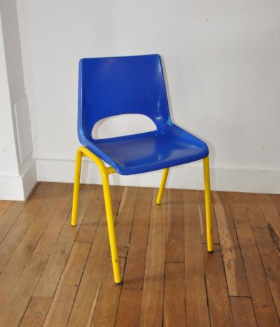 Chaise maternelle bleue