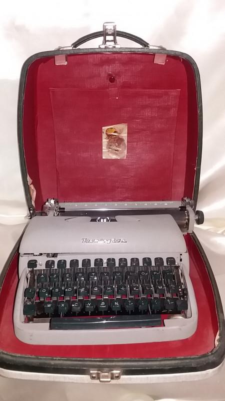 machine crire remington vintage dans sa malette les. Black Bedroom Furniture Sets. Home Design Ideas