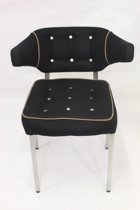 fauteuil vintage ann e 50 60 accoudoirs suspendus les vieilles choses. Black Bedroom Furniture Sets. Home Design Ideas