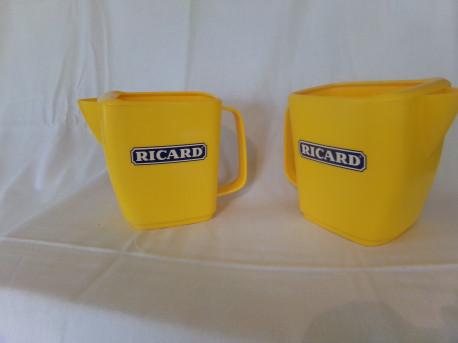 Deux pichets jaunes de Bistro