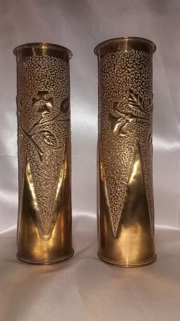 Vases obus (paire) laiton ciselé avec décor floral