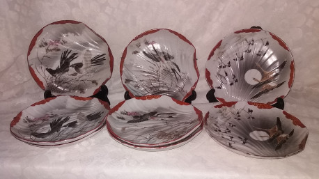 Anciennes assiettes chinoises porcelaine décor oiseau forme coquillage