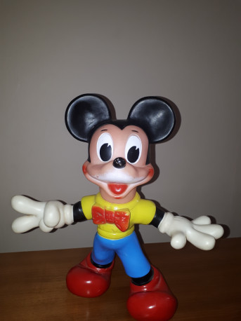 Figurine Mickey en plastique rigide estampillé Walt Disney productions