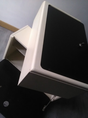 meubles SUSPENDU RÉTRO annees 1960 / 70 horizontal ORIGINAL vintage Longueur 60 cm Hauteur 38 cm Profondeur 21 cm Poids