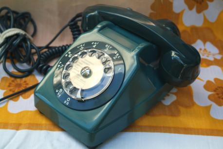 Téléphone a cadran rotatif