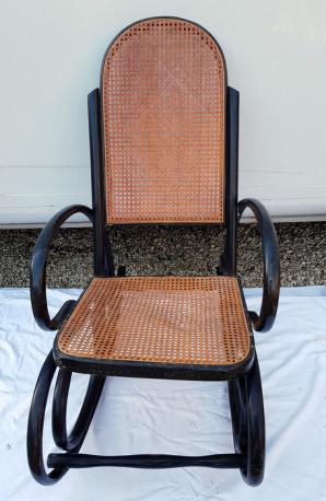 fauteuil rocking chair bois courbe et cannage ancien les vieilles choses. Black Bedroom Furniture Sets. Home Design Ideas