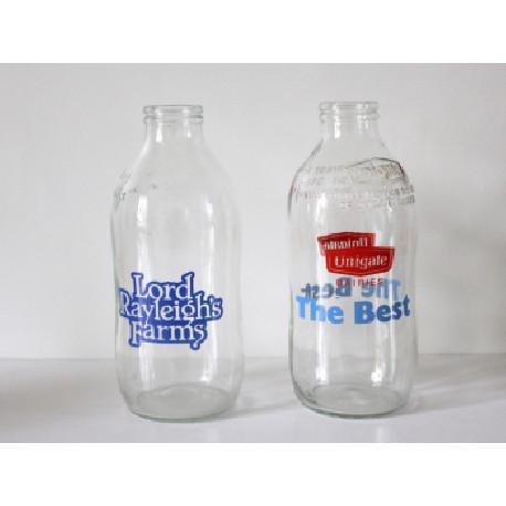 Duo de bouteilles de lait anglaises des années 80