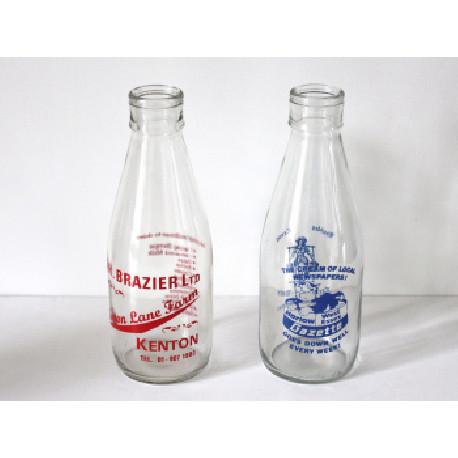 Duo de bouteilles de lait anglaises