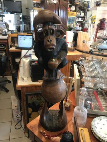 Statue de singe en bois