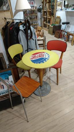 Table bistrot pepsi cola avec ces deux chaises