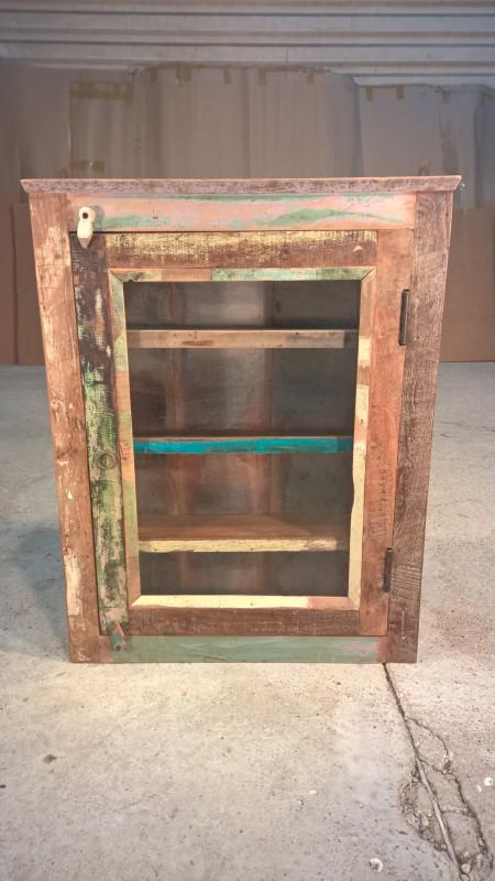 vitrine de salle de bain ancienne les vieilles choses. Black Bedroom Furniture Sets. Home Design Ideas