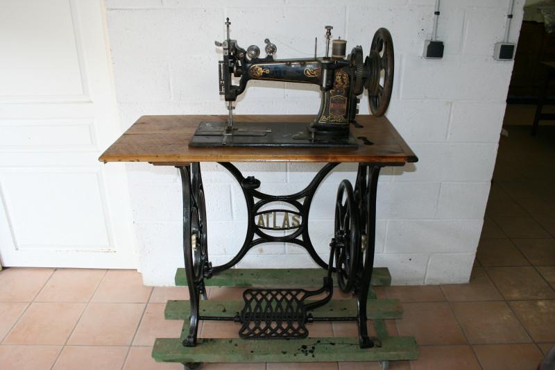 Machine a coudre le cuir atlas ancien les vieilles choses - Reparation de machine a coudre ...