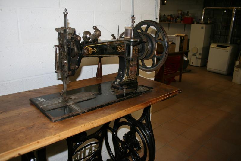 Machine a coudre le cuir atlas ancien les vieilles choses - Coudre le cuir ...