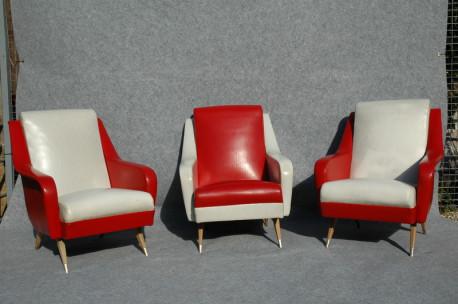 Série de trois fauteuils en skaï rouge et blanc années 50
