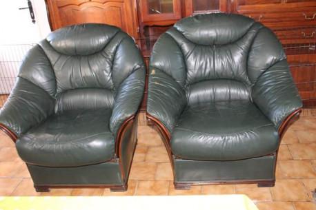 Deux fauteuils cuir vert
