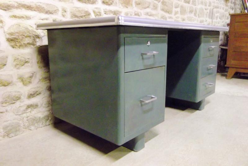 bureau industriel bureau industriel en mtal gris antique tiroirs vical home bureau industriel. Black Bedroom Furniture Sets. Home Design Ideas