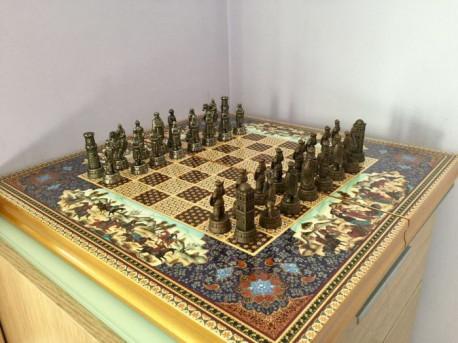 Jeu d'échecs et backgammon, figurines anciennes