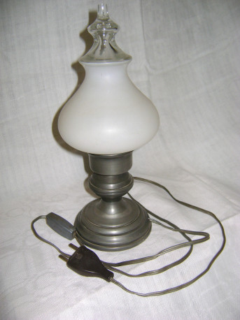 belle lampe en étain et opaline