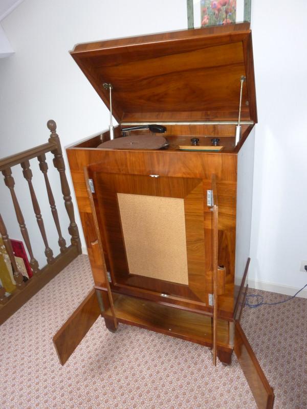meuble radio tourne disque ancien les vieilles choses. Black Bedroom Furniture Sets. Home Design Ideas