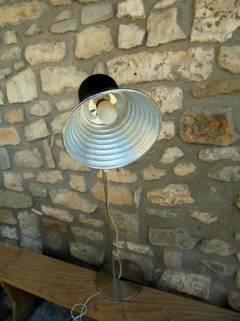 Ancien projecteur photo monté en lampadaire