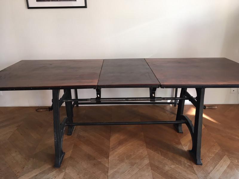 table en bois massif et pieds en fonte les vieilles choses. Black Bedroom Furniture Sets. Home Design Ideas