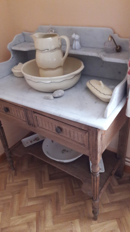 meuble de toilette en marbre