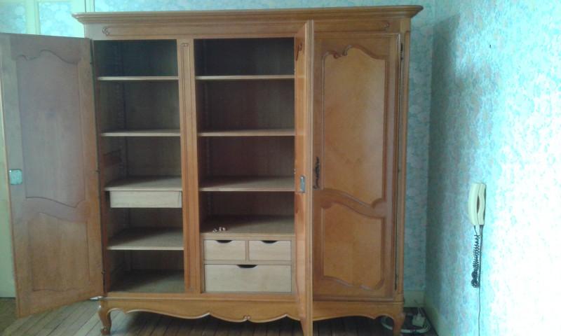 armoire en merisier ancienne les vieilles choses. Black Bedroom Furniture Sets. Home Design Ideas