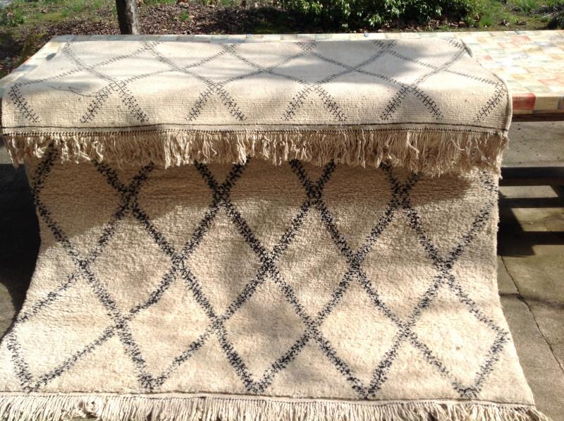 tapis marocain b ni ouarain ancien les vieilles choses. Black Bedroom Furniture Sets. Home Design Ideas