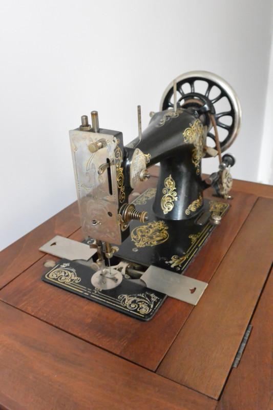 machine coudre ancienne les vieilles choses. Black Bedroom Furniture Sets. Home Design Ideas