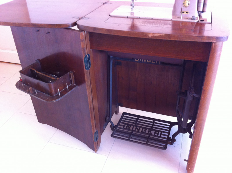 meuble machine coudre singer ann es 50 les vieilles choses. Black Bedroom Furniture Sets. Home Design Ideas