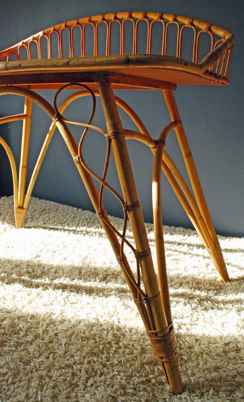 bureau pour enfant en bois bambou et rotin les vieilles choses. Black Bedroom Furniture Sets. Home Design Ideas