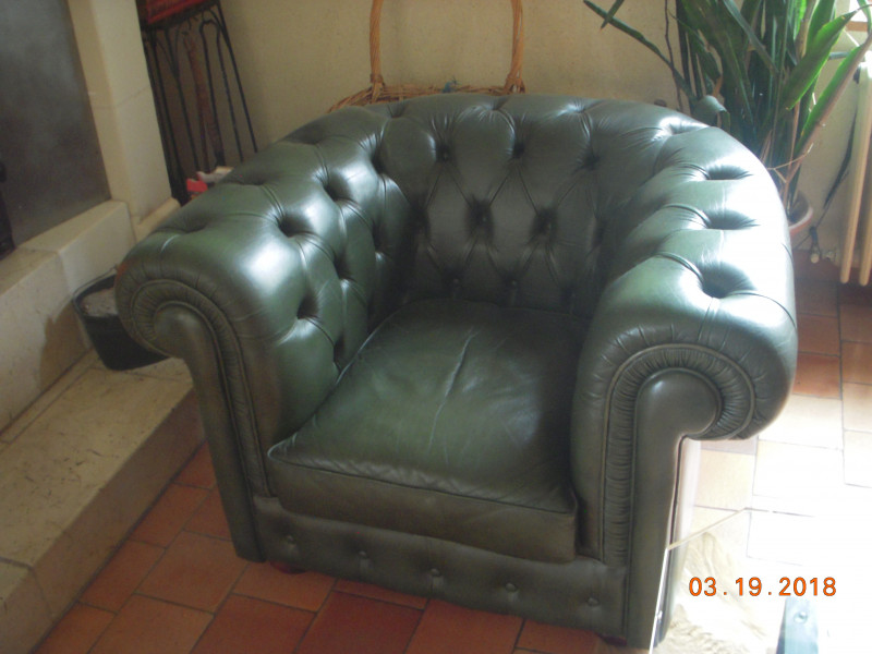fauteuil cuir chesterfield vert anglais vintage les vieilles choses. Black Bedroom Furniture Sets. Home Design Ideas